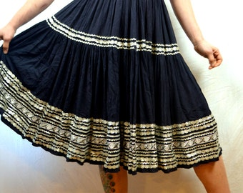 Vintage 1950s Skirt -  Squaw Patio Rockabilly Ric Rac Metal Talon