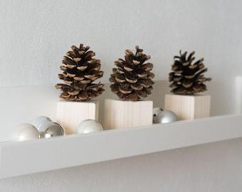 Pine cone decorations - Christmas table decor - Rustic kitchen decor