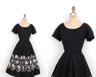 Vintage 1950s Dress / 50s Embroidered Floral Cotton Dress / Black and White (medium M)