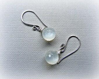 White moonstone earrings, moonstone silver earrings, June birthstone, white moonstone jewellery, moonstone drop earrings, bridal earrings
