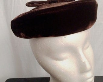 Vintage 1950s Perky Brown Velvet Tam Beret Hat with Bow