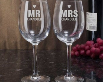 Personalized Mr Mrs Heart Glasses, Mr and Mrs Wine Glasses, Bride and Groom Gift, Etched Wedding Glasses, Anniversary Gift, Champagne Flutes