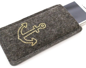 Felt sleeve for your phone with golden anchor