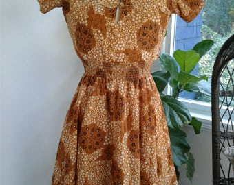 60s POLISHED COTTON DRESS—Stars and Flowers—Smocked Elastic Waist—Keyhole Bust—Scoop Neck—Back Zip—Full Skirt—Size 6