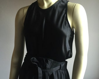 S/M 90s black satin sleeveless keyhole opening self covered button womens vintage tank top blouse cocktail blouse small medium minimalist
