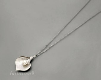 Long Calla Lily Necklace, silver flower pearl pendant, holidays gift, bridesmaid wedding, everyday jewelry by balance9