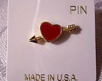Red Heart Tac Pin Brooch Gold Tone Vintage Small Rib Lined Pointed Arrow