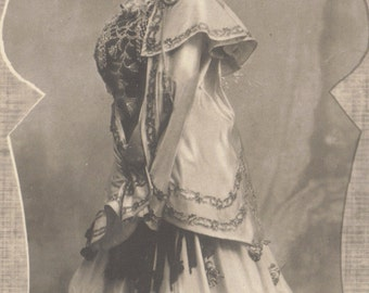 La Belle Waléry 2, Theatrical performer, circa 1900, by A. Noyer