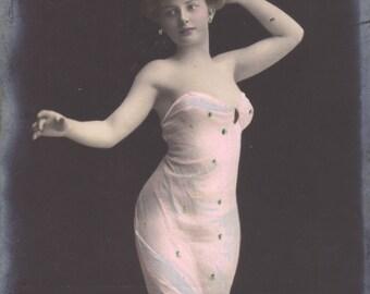 Gorgeous Mermaid Gown Image, circa 1905