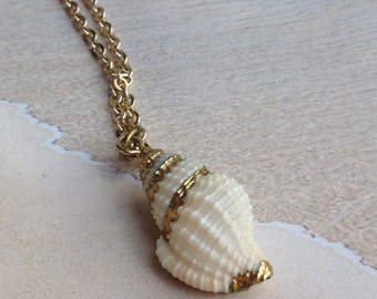 Vintage 1970s Gilded Shell Pendant