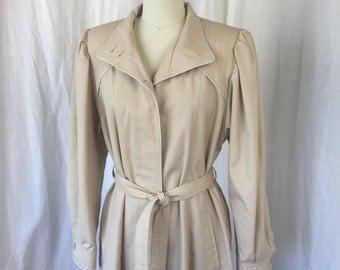 1970's - early 80's Women's Trench Coat / Weather Chasers / Size 11/12 or M / Like New / Taupe, Beige Coat Jacket with Quilted Shoulders