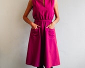 80s dress: apron magenta dress, dark raspberry pink, a line dress, pocket dress, M/L size, teacher dress, school dress, mandarin collar.