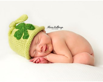 Newborn photo prop, St Patrick's Day  newborn hat with Crocheted Shamrock, photography props, newborn boy, newborn girl