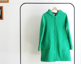 Green hooded cardigan for women. Organic cotton fleece, made to order. Sizes from S to XL. Made in Italy. Made to measure.