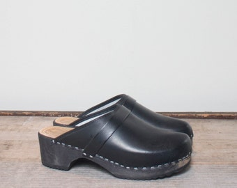 39 | 8-8.5 | Women's Black Stapled Leather Wood Clogs