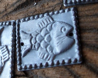 10 x dark tarnished rectangle fish  flat bead discs with two holes