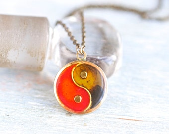 Yin Yang Necklace - Mood medallion on Brass Chain
