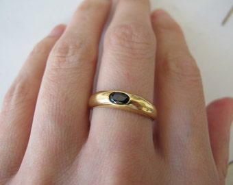 Vintage 18k Yellow Gold Stacking Band Ring with Oval Cut Sapphire
