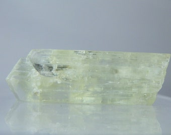 Natural Spodumene Crystal From Pakistan 81.20 carats Natural Etched Termination Some Clarity 50 mm Long Collectible or Facet Material