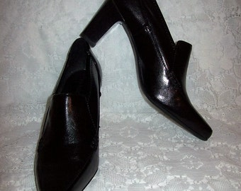 Vintage Ladies Black Ankle Bootie Pumps by Franco Sarto Size 5 1/2 Only 6 USD