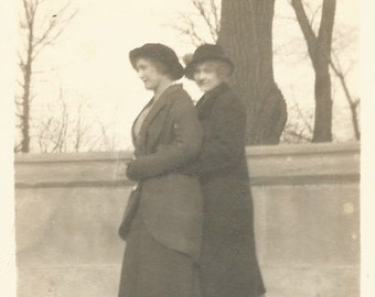 "Vintage Photo ""Good Friends"" Victorian-Era Women 1915 Found Vernacular Snapshot Antique Photo"