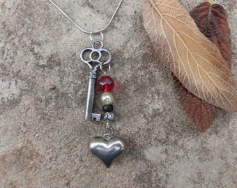 Valentine's Day Gift – Romantic Skeleton Key Sweetheart Pendant with Silver Heart