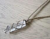 Raw quartz necklace, quartz point necklace, clear quartz necklace, healing crystal necklace, macrame stone necklace