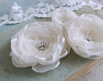 Ivory Bridal Hair Flowers (3 pcs) Shabby Chic Bridal Flowers Ivory Lace Flowers Wedding Hair Accessories Bridal Hairpiece Bridal Hair Clips