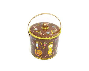 Vintage Daher Tin Bucket Made in England Colonial Style Biscuit Cookie Tin Sewing Accessories Kitchen Decor Retro