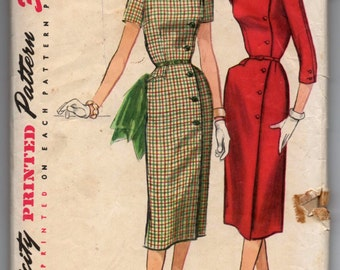 """1950's Simplicity Dress with Sweetheart Neckline and Side Button detail Pattern - Bust 35"""" - No. 1685"""