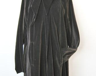 """Romantic Black Velvet Coat / Vtg 60s / """" Sun Cloud """" Hooded Black Velvet Coat with Pockets"""