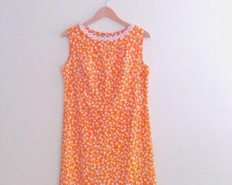 Vintage Daisy Print Shift / Orange Mod Mini Dress / Retro Novelty Print / 1960s