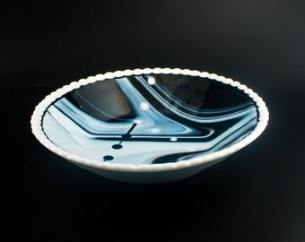 Black and White Serving Bowl, Scalloped Edge, Dining Table Decoration, Fruit Storage, Fused Glass, One of a Kind Gifts for Chefs