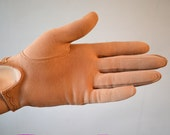 Tan Vintage 1950s Kit Gloves /  6.5 / Wear Right Made in Germany / Soft Cotton / Scalloped Hem / Size 6 1/2