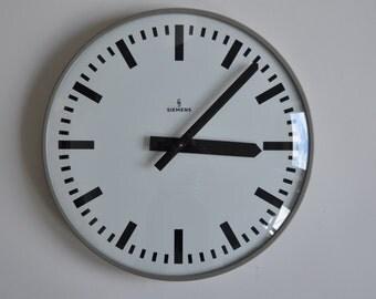 """Vintage German Industrial wall clock from Siemens. 1960s. 13.8"""" Diameter. Black Rim. Made in Germany. 0905"""