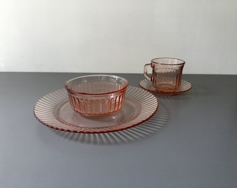 vintage pink glass table setting for 4 Forte Crisa Mexico 16 pieces