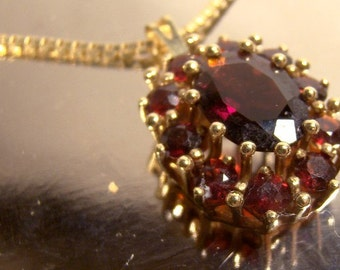 14K Oval GARNETS Pendant Necklace with Chain 1960s 14 K Yellow Gold Chain