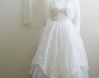 1950s White Lace Wedding Dress Tea Length Tulle Strapless Long Sleeve Lace jacket White Velvet Veil