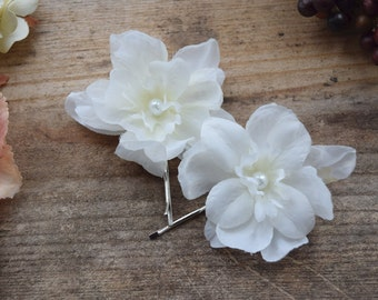 White Flower Hair Clips, bridal bobby pin set, floral pearl pins, wedding accessories, white floral pins
