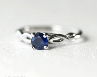 14kt White Gold 5 mm Round Blue Sapphire Solitaire Infinity Engagement Ring