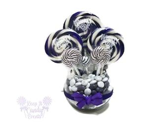 Small Purple Candy Centerpiece, Purple Quinceanera Ideas, Sweet 16 Candy, Candy Table Decoration, Lollipop Centerpiece, Purple Wedding