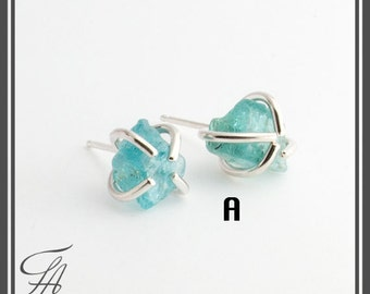 Rough Apatite Stud Earrings,Studs,Stone Errings,Stone Studs,Minimalist Earrings,Dainty Jewelry,Everyday Jewelry,Gift in sterling Silver