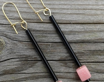A pair of Art Deco inspired earrings. 1930's beads. Vintage.