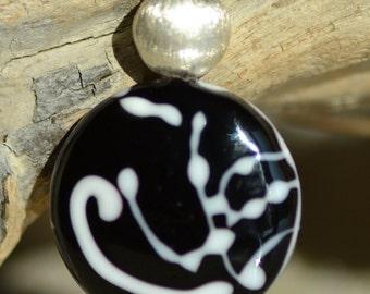 """Reverso"" Pearl Pebble black and white lampwork pendant, 925 Silver"