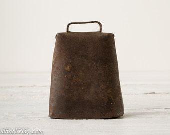 Vintage Cowbell -- Rustic Decor -- Primitive Decor -- Old Cowbell