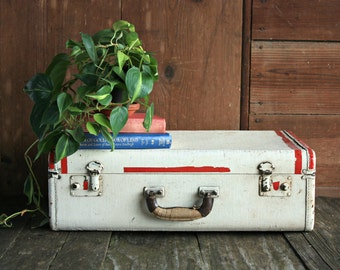 Vintage Suitcase, Wedding Card Suitcase, Old Suitcase, White Suitcase, Shabby Chic Suitcase, Suitcase Favor Box, Vintage Luggage