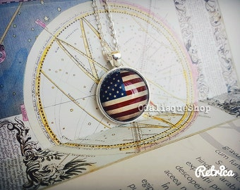 Vintage US Flag Pendant USA Flag Necklace Stars Stripes Red White Blue American Flag Jewelry Gift Silver CS88