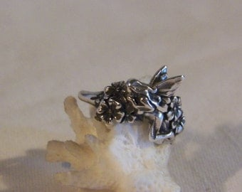 Vintage Sterling Silver Fairy Ring With Flowers
