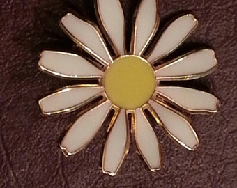 Vintage 1970's Daisy Brooch with Gold Tone Trim