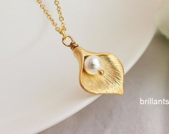 Calla Lily necklace in gold,  Flower necklace, Pearl necklace, Bridesmaid gift, Wedding necklace, Bridesmaid set